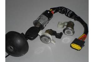 б/у Замки зажигания/контактные группы Renault