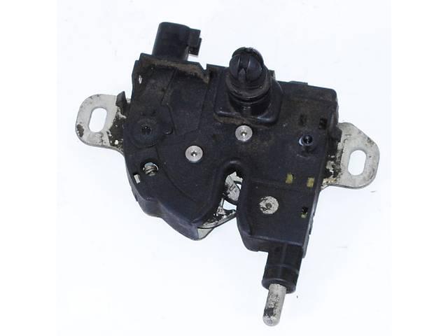 mehanizm-zamka-kapota-ford-fokus