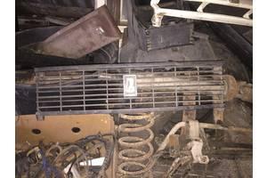 б/у Молдинги решетки радиатора ВАЗ 2105