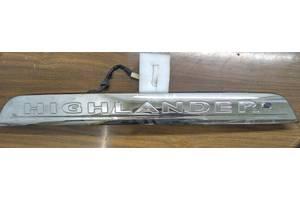 б/у Накладки двери (листва) Toyota Highlander