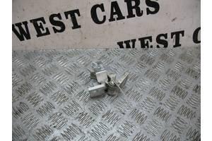 б/у Петля двери Peugeot Bipper груз.