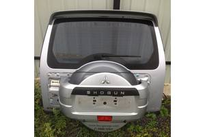 б/у Петля крышки багажника Mitsubishi Pajero Wagon