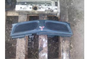 б/у Решётка бампера Mitsubishi Galant