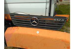 б/у Решётки радиатора Mercedes Vario груз.