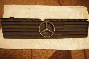б/у Решётки радиатора Mercedes 100 груз.