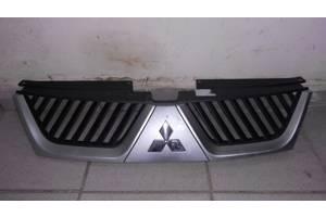 б/у Решётка радиатора Mitsubishi Outlander XL