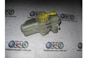 б/у Бачок главного тормозного Volkswagen Golf IV