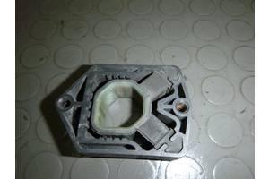 б/у Кронштейн крепления радиатора Skoda Octavia A5