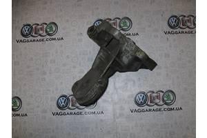 б/у Кронштейн Volkswagen Golf IIІ