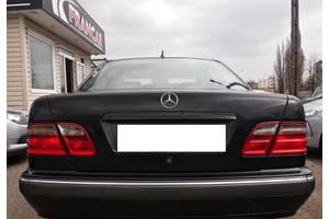 б/в Крышка багажника Mercedes E-Class