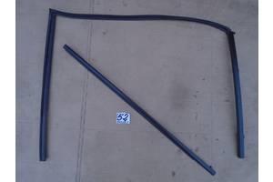 б/у Уплотнитель двери Mazda 5