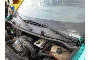 Пластик под лобовое стекло Renault Trafic