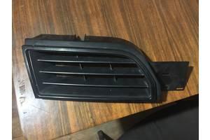 б/у Решётка радиатора Mitsubishi Carisma