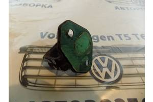 б/у Петля крышки багажника Volkswagen T5 (Transporter)