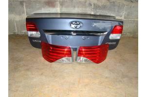Фонарь задний Toyota Avensis