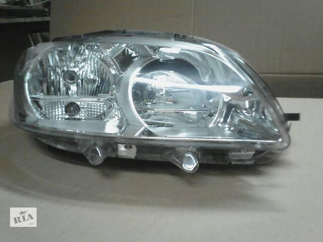 купить бу Передняя правая фара на Peugeot 301 в Киеве