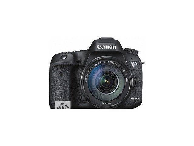 купить бу Зеркальный фотоаппарат Canon EOS 7D Mark II Kit (18-135mm) IS в Херсоне