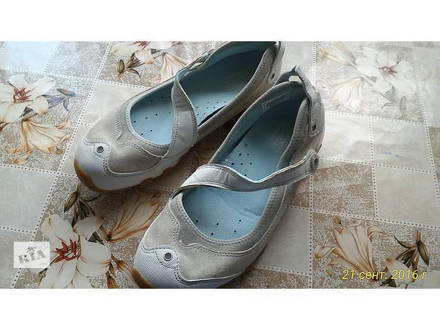 продам Женские спортивные туфли бу в Киеве