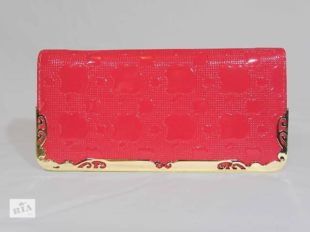 Женский лакированный кошелек цвет розовый- объявление о продаже  в Киеве