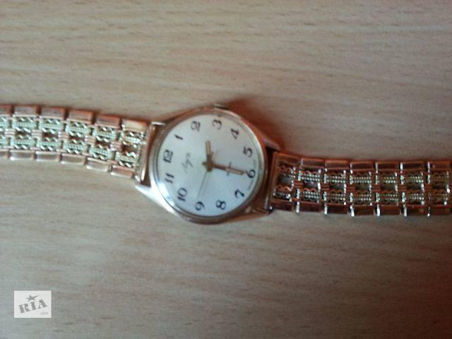 Золотые часы луч золотом браслете