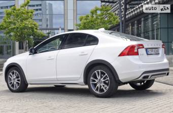 Volvo S60 Cross Country T5 2.0 АТ (245 л.с.) AWD 2018