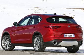 Alfa Romeo Stelvio 2.0 AT (200 л.с.) AWD 2017