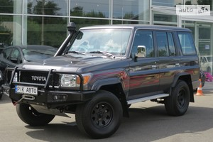 Toyota Land Cruiser 76 4.0i MT (230 л.с.) AWD Individual