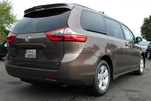 Toyota Sienna 3.5 AT (296 л.с.) SE