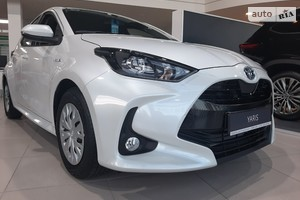 Toyota Yaris 1.5i Hybrid e-CVT (116 л.с.) Active