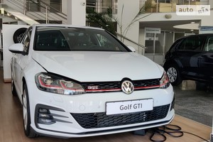 Volkswagen Golf GTi Performance 2.0 TSI DSG (245 л.с.)