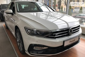 Volkswagen Passat В8 2.0 DSG (220 л.с.) Executive Life