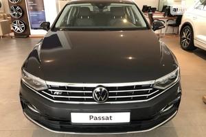 Volkswagen Passat B8 2.0 TSI AT (220 л.с.) Executive Life