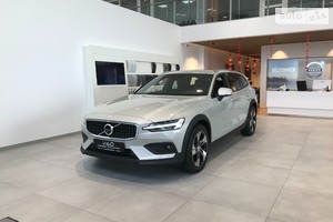 Volvo V60 Cross Country T5 2.0 АT (250 л.с.) АWD Pro