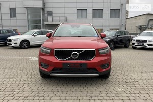 Volvo XC40 D3 2.0 AT (150 л.с.) AWD Momentum