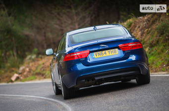 Jaguar XE 2.0 AT (250 л.с.) AWD 2018