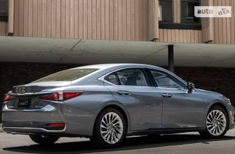 Lexus ES 250 AT (207 л.с.) 2018