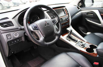 Mitsubishi Pajero Sport 2.4TD АТ (181 л.с.) Ultimate 2017