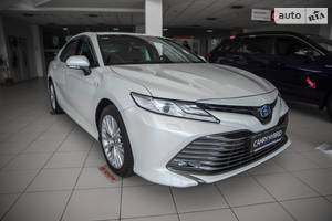 Toyota Camry 2.5 Hybrid E-CVT (218 л.с.) Prestige 2020