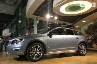 Volvo V60 Cross Country D4 2.4 AT (190 л.с.) AWD Inscription 2017