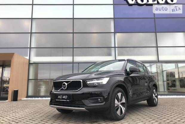 Volvo XC40 Momentum Pro