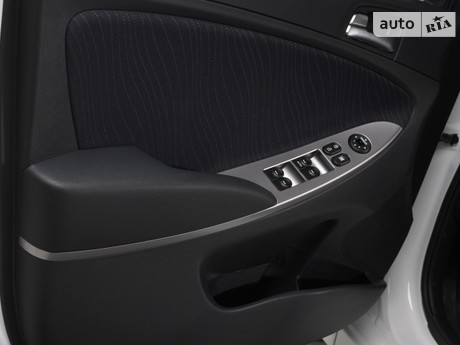 Hyundai Solaris 1.4 MT (107 л.с.) 2016
