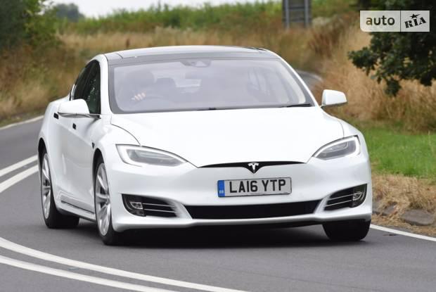 Tesla Model S І покоління, 1 рестайлінг Седан