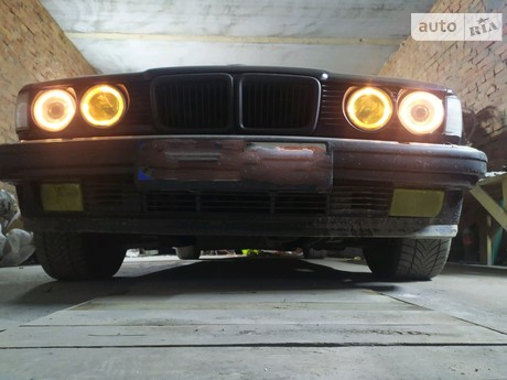 BMW 750 1990