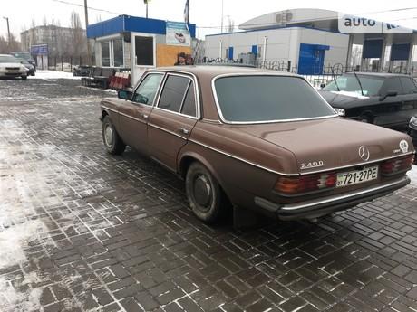 Mercedes-Benz 240 1983
