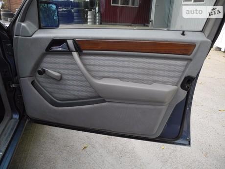 Mercedes-Benz 260 1991