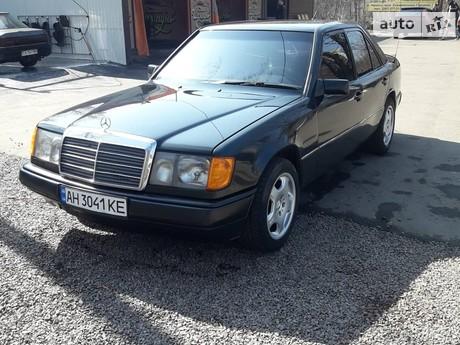 Mercedes-Benz E 220 1988