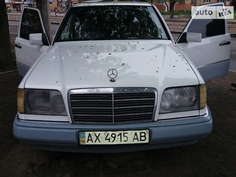 Mercedes-Benz E 220 1987