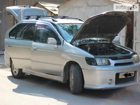 Nissan R'nessa 1998