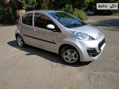 Peugeot 107 1.0 АT (68 л.с.) 2012