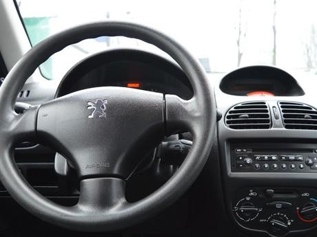Peugeot 206 Sedan 1.4 MT 2010